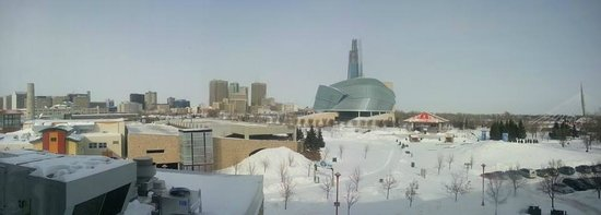Inn at the Forks : panoramic view of downtown Winnipeg