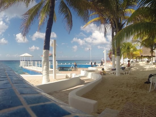 Hotel Cozumel and Resort: A view of the beach and dock