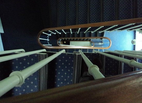 Hotel L'Acacia : Escalier 3 étages