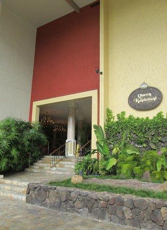 Queen Kapiolani Hotel: Hotel entrance on Kapahulu Ave