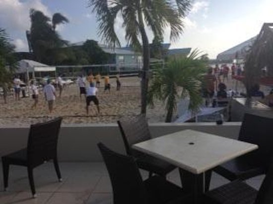 Royal Palms Beach Club: Volleyball at Royal Palms