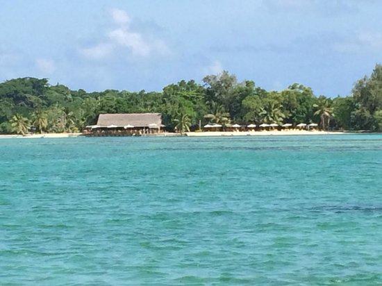 Erakor Island Resort & Spa : View of the main beach and Aqua Bar