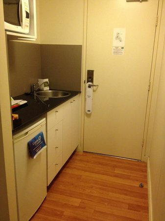 Quest North Ryde: Kitchenette