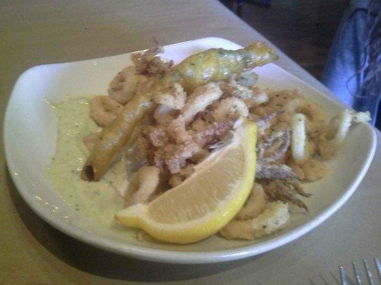 Conch and Bucket: delicious calamari