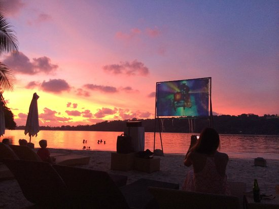Erakor Island Resort & Spa : Popcorn, Pizza, Ice Cream and Movie Night