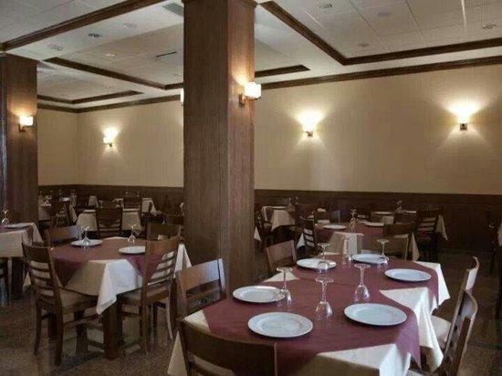 Mesón Restaurante La Teja: Comedor