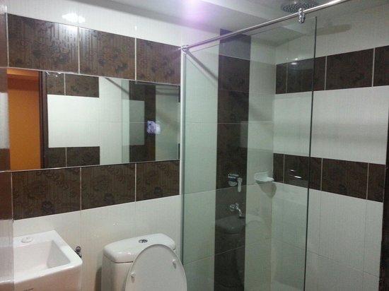 Hotel De' Grand Orchard : Renovated clean bathroom