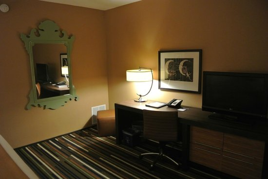 Moonrise Hotel: desk