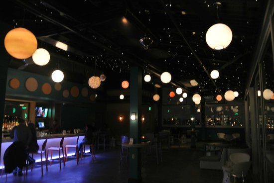 Moonrise Hotel: bar