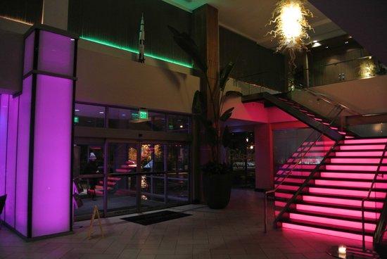 Moonrise Hotel: lobby at night