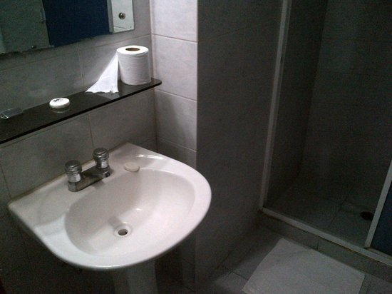 Hotel Montpark : Baño limpio y todo funciona bien