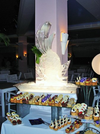 Couples Tower Isle: Amazing Ice Sculptures