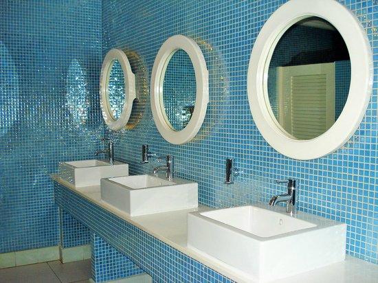 Couples Tower Isle : Main Lobby- Ladies Bathroom
