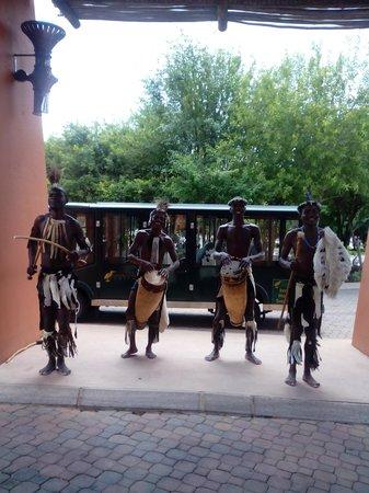 AVANI Victoria Falls Resort: Gracias por la musica