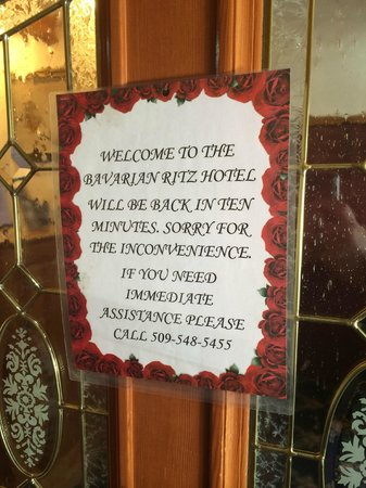 Bavarian Ritz Hotel: Check-in Desk is closed!