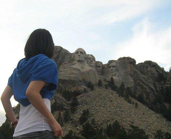 Mount Rushmore National Memorial : 낮에 러쉬모어 마운틴에서