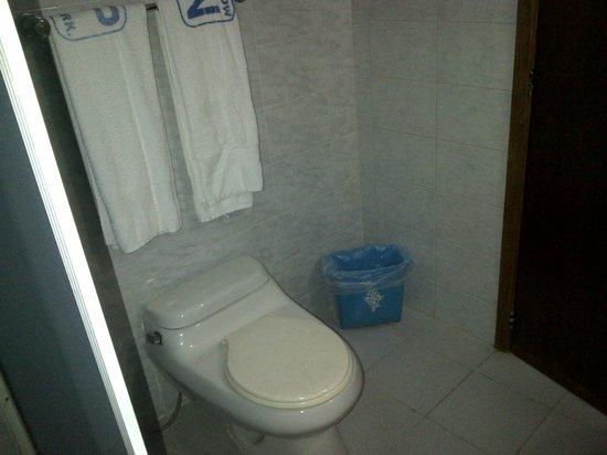 Hotel Montpark : el baño