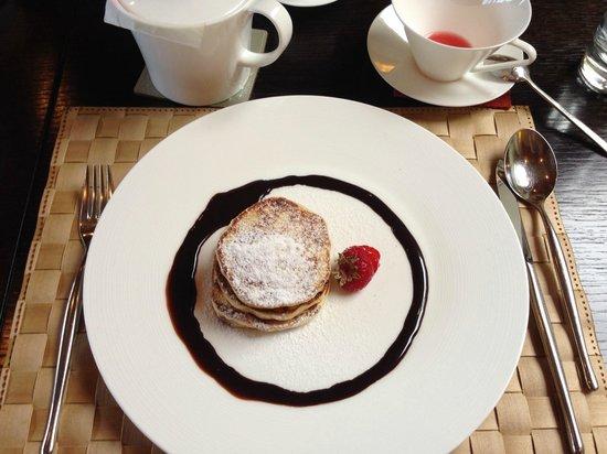 Azur : Pancakes for Breakfast
