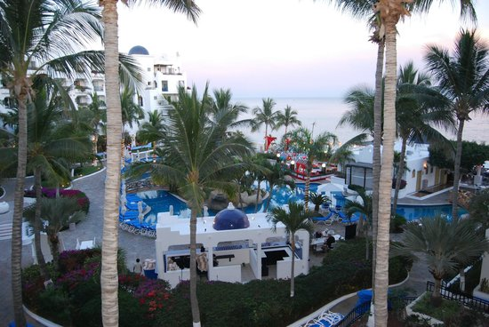 Pueblo Bonito Los Cabos: Pool / beach area view from out room.