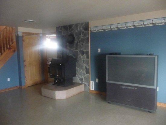 Aux Berges du St-Maurice: le salon de l'etage inférieur