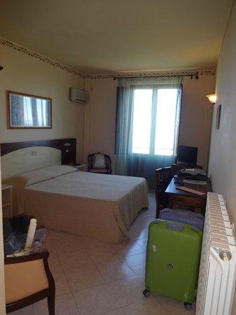 Hotel dei Capitani: Quarto confortável com varandinha e uma vista espetacular!