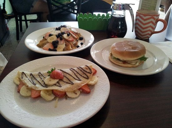Verde Menta Cafe: Crepe, french toasts and mahi mahi hamburger all homemade!!