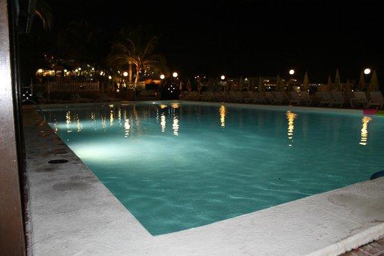 Hotel Altamar : basen noca