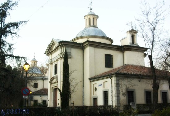 Ermita De San Antonio De La Florida : невзрачная снаружи, прекрасная внутри