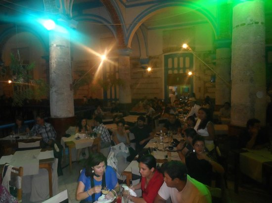 Sociedad Cultural Rosalia de Castro: El lugar muy tradicional, mantiene la base estética de la Habana