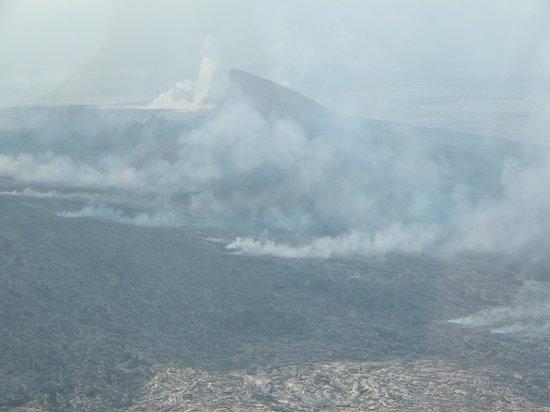 Blue Hawaiian Helicopters - Hilo : Smoke from Volcano
