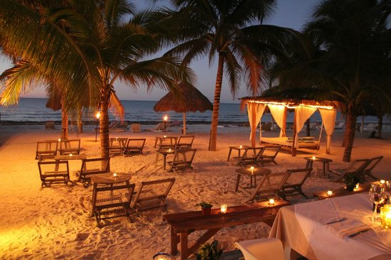 Holbox Hotel Casa las Tortugas - Petit Beach Hotel & Spa: Beach by night