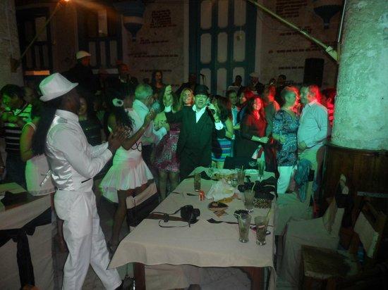 Sociedad Cultural Rosalia de Castro: Todos bailando al son de la salsa