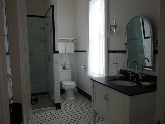 The Inn at Cooperstown : Upstairs bathroom