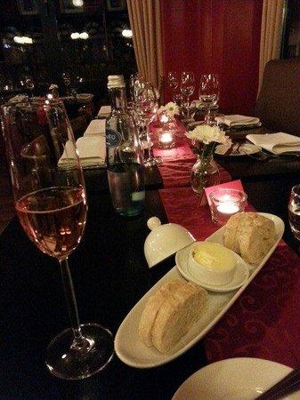 Restaurant Belgo Belga: Awsome table setting