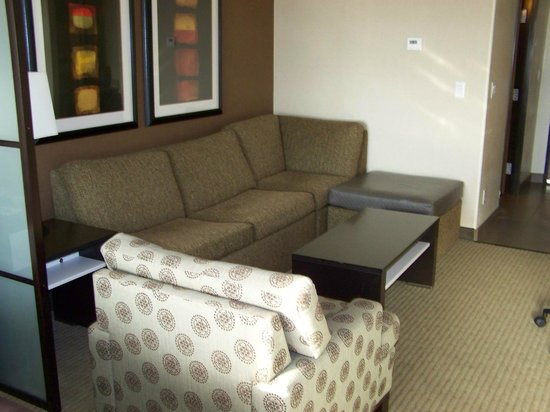 Best Western Plus Lackland Hotel & Suites: Sitting area in room