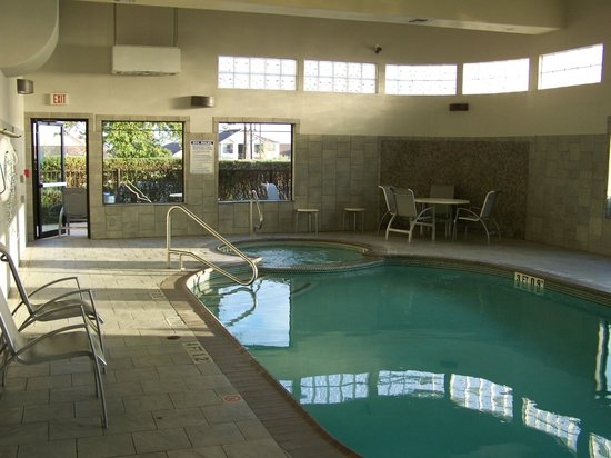 Best Western Plus Lackland Hotel & Suites: Pool/Hot tub