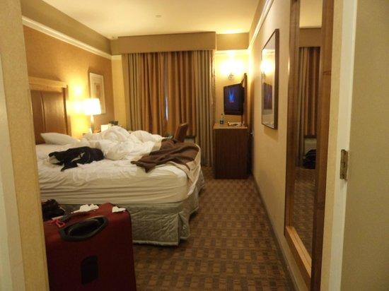 nyma, the New York Manhattan Hotel : Quarto hotel ainda desarumado