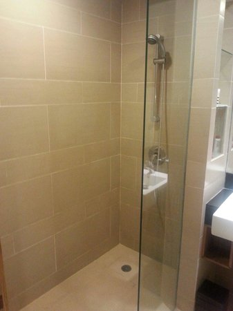 Mercure Resort Sanur : Renovated bathroom.