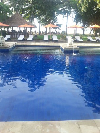 Mercure Resort Sanur : Beachfront pool.