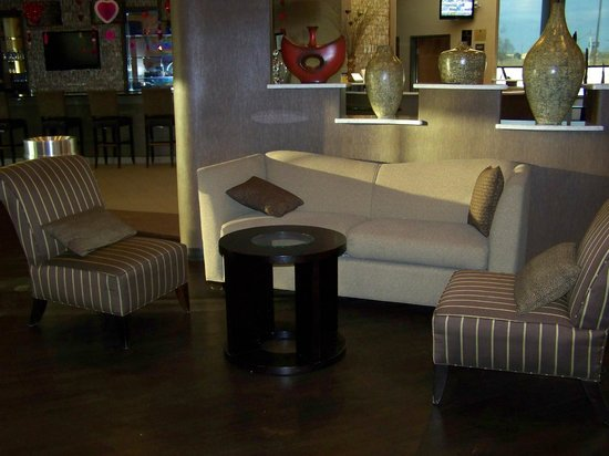 Best Western Plus Lackland Hotel & Suites: Lobby area