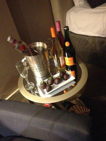 Kimpton Hotel Palomar Washington DC: Strawberry's and Champagne