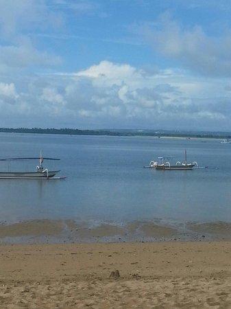 Mercure Resort Sanur : Sanur beach.