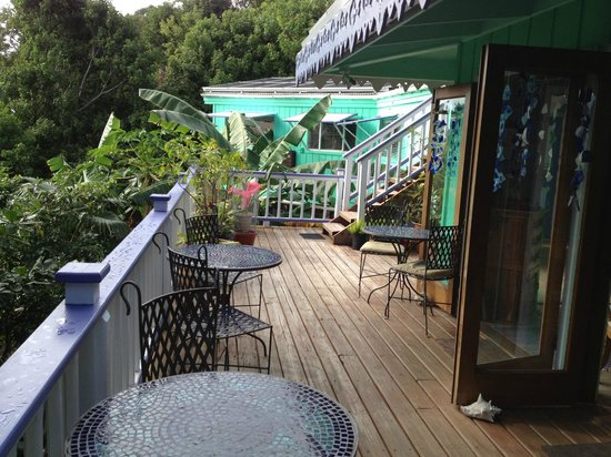 Garden by the Sea B&B : Breakfast Veranda Deck