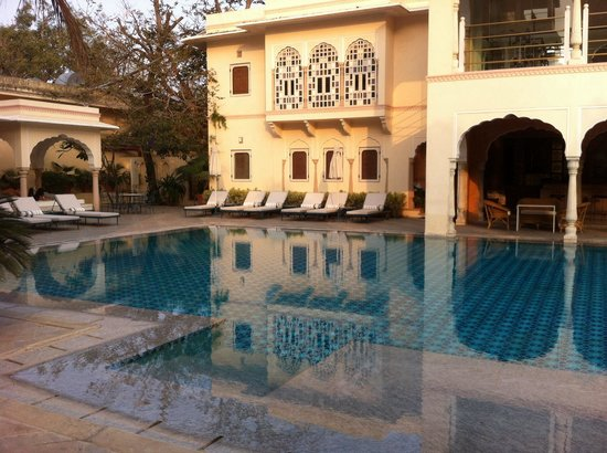 Samode Haveli : Pool and gym (in room above bar area)