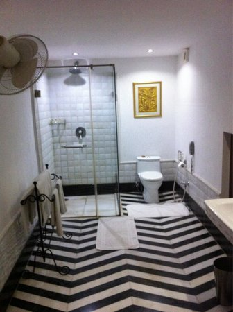 Samode Haveli : Bathroom room 124