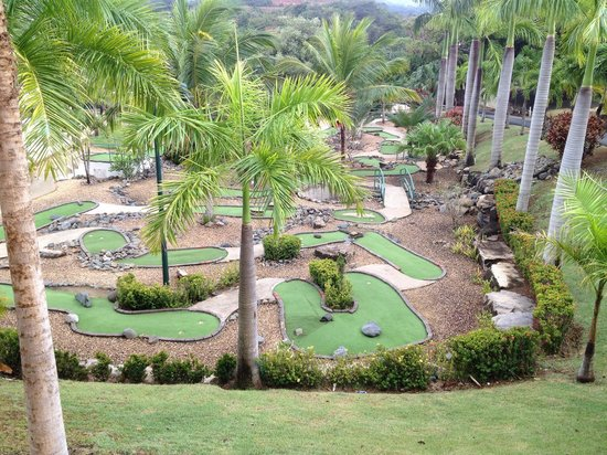 The Fajardo Inn: Coco's Mini Golf