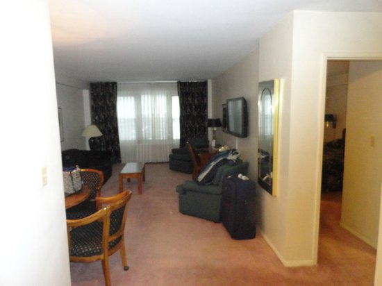 Murray Hill East Suites: Sala