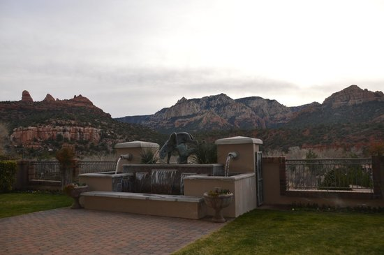 Best Western Plus Arroyo Roble Hotel & Creekside Villas : the view from our door