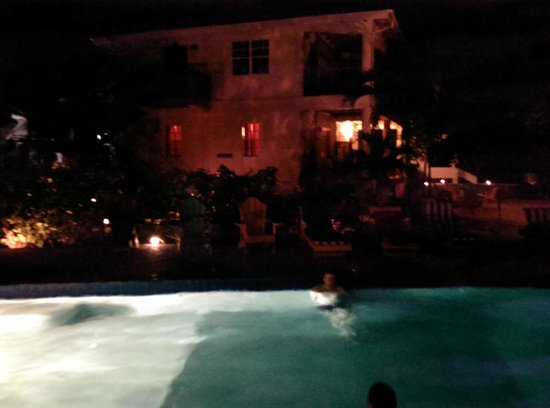 Black Orchid Resort : pool at night