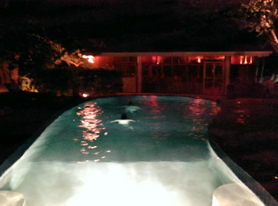 Black Orchid Resort : pool house at night